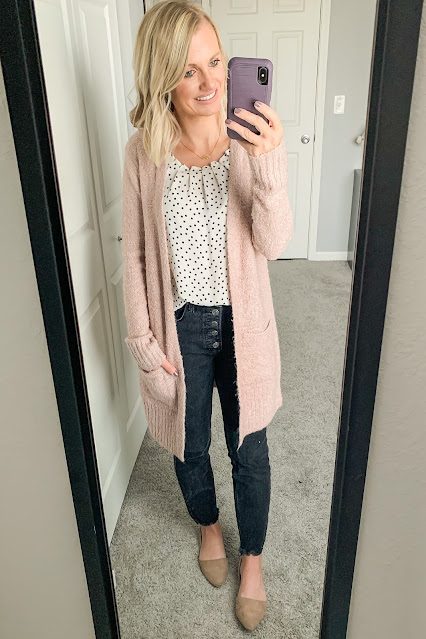 Black jeans outfit with pink cardigan #blackjeans