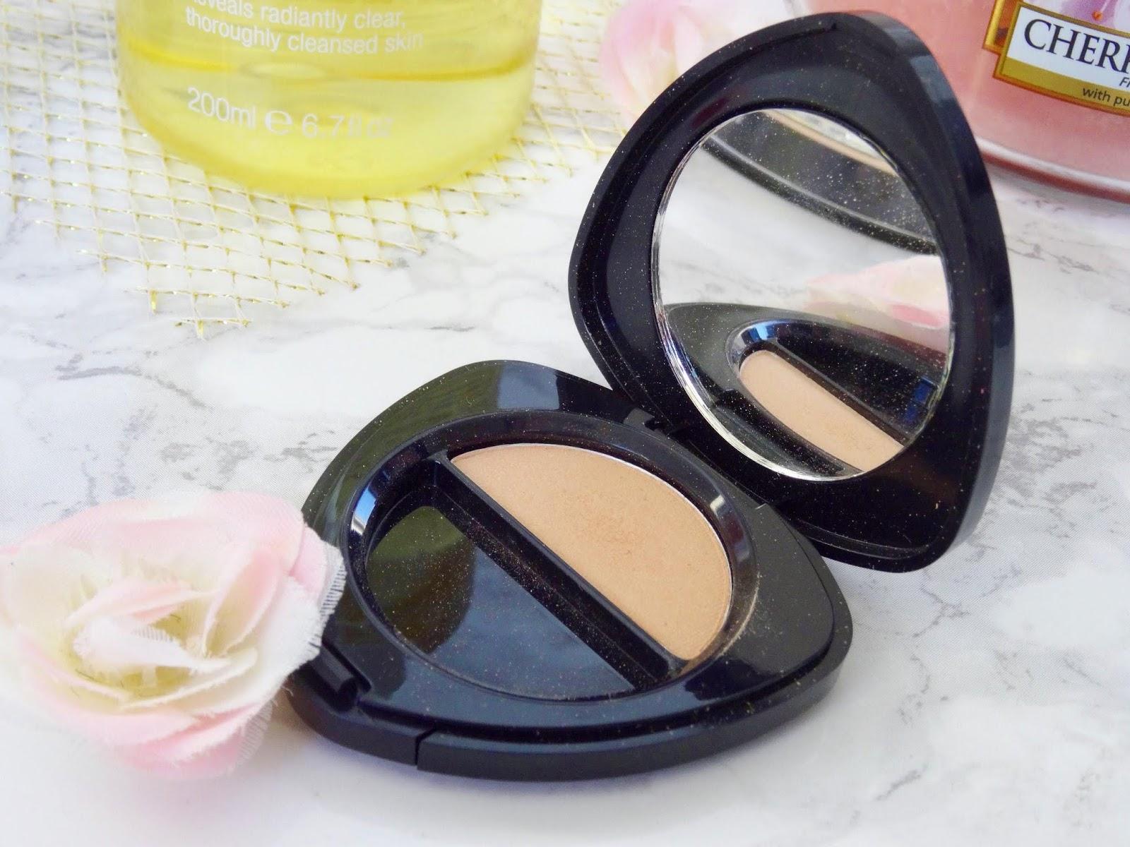 Dr Hauschka Single Eyeshadow in 01 Alabaster