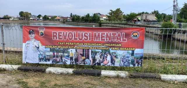 Jangan hanya Baliho Revolusi Akhlak, FPI Minta Aparat juga Copot Baliho Revolusi Mental