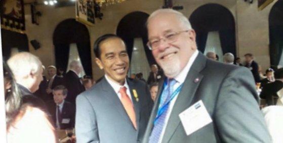 Nah lho, Juga Ada Foto Bos <i>Asia Sentinel</i> bersama Presiden Jokowi