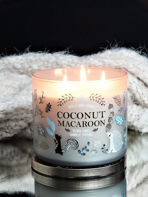 Bougie Coconut Macaroon Bath and Body Works avis, coconut macaroon bath and body works, bath & body works coconut macaroon candle, bougie parfumée à la noix de coco, avis bougie bath & body works