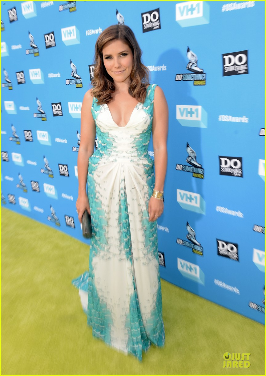 celeb diary sophia bush 2013 do something awards