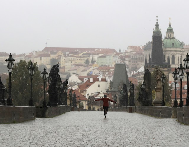 Új rekord Csehországban, már tábori kórházat építenek a koronavírus miatt