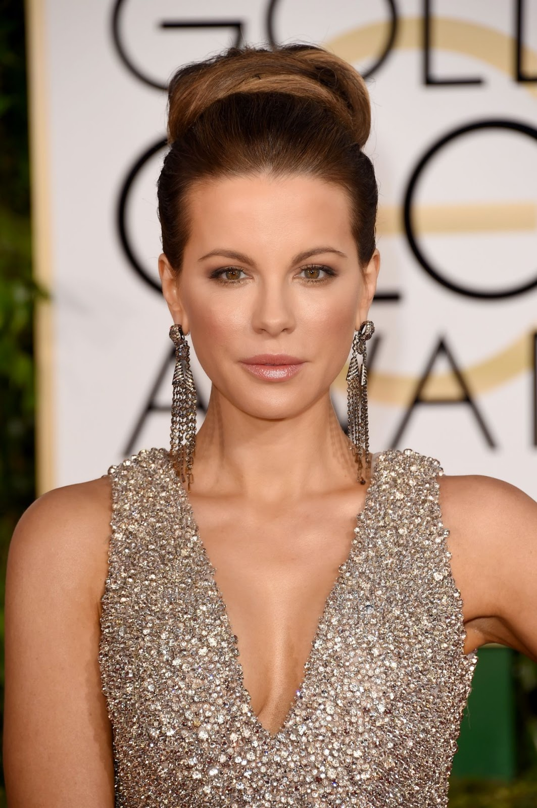Kate Beckinsale sizzles in a Elie Saab dress at the 2015 Golden Globes