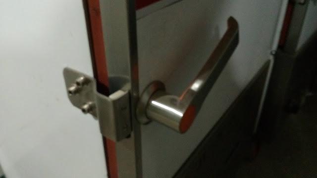 Tay khóa tủ nấu cơm gas 6 khay