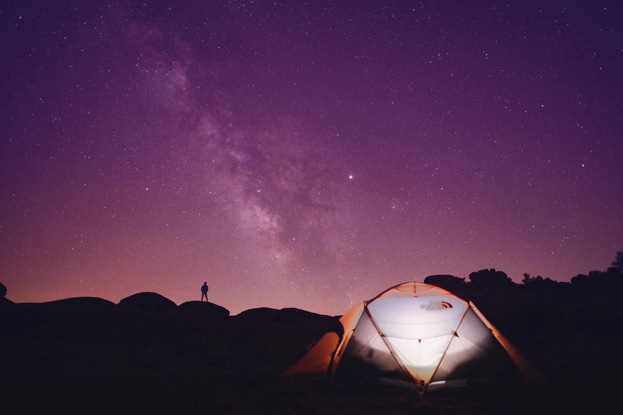 Pendakian Malam Foto oleh Suleyman Seykan dari Pexels