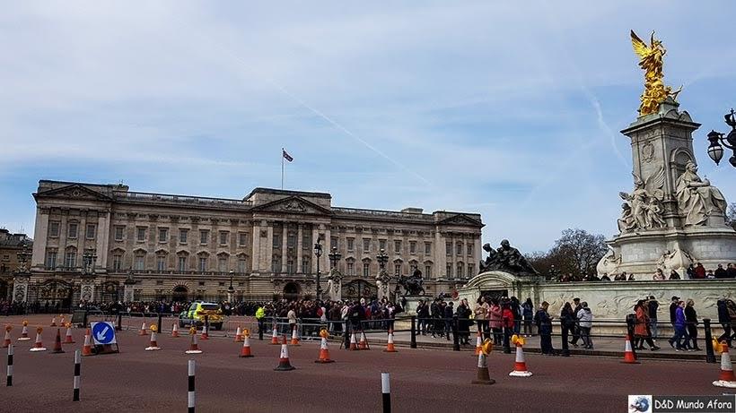 Victoria Memorial; melhor lugar para assistir à troca da guarda em Londres