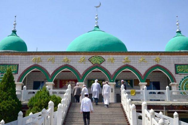 Kisah Turis Malaysia Shalat di Masjid Uighur