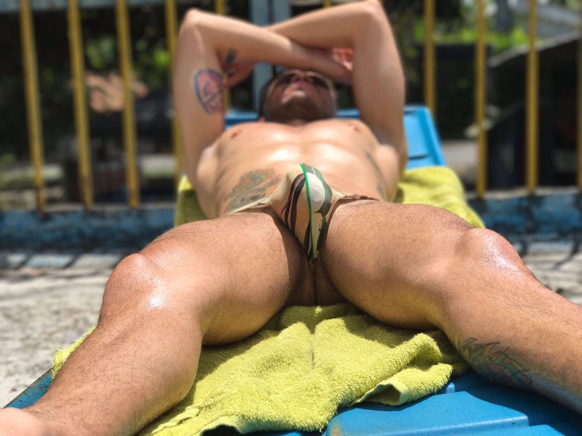erección en la piscina
