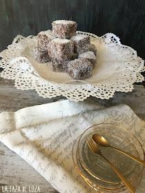 dulces-individuales-de-chocolate-y-coco-rallado
