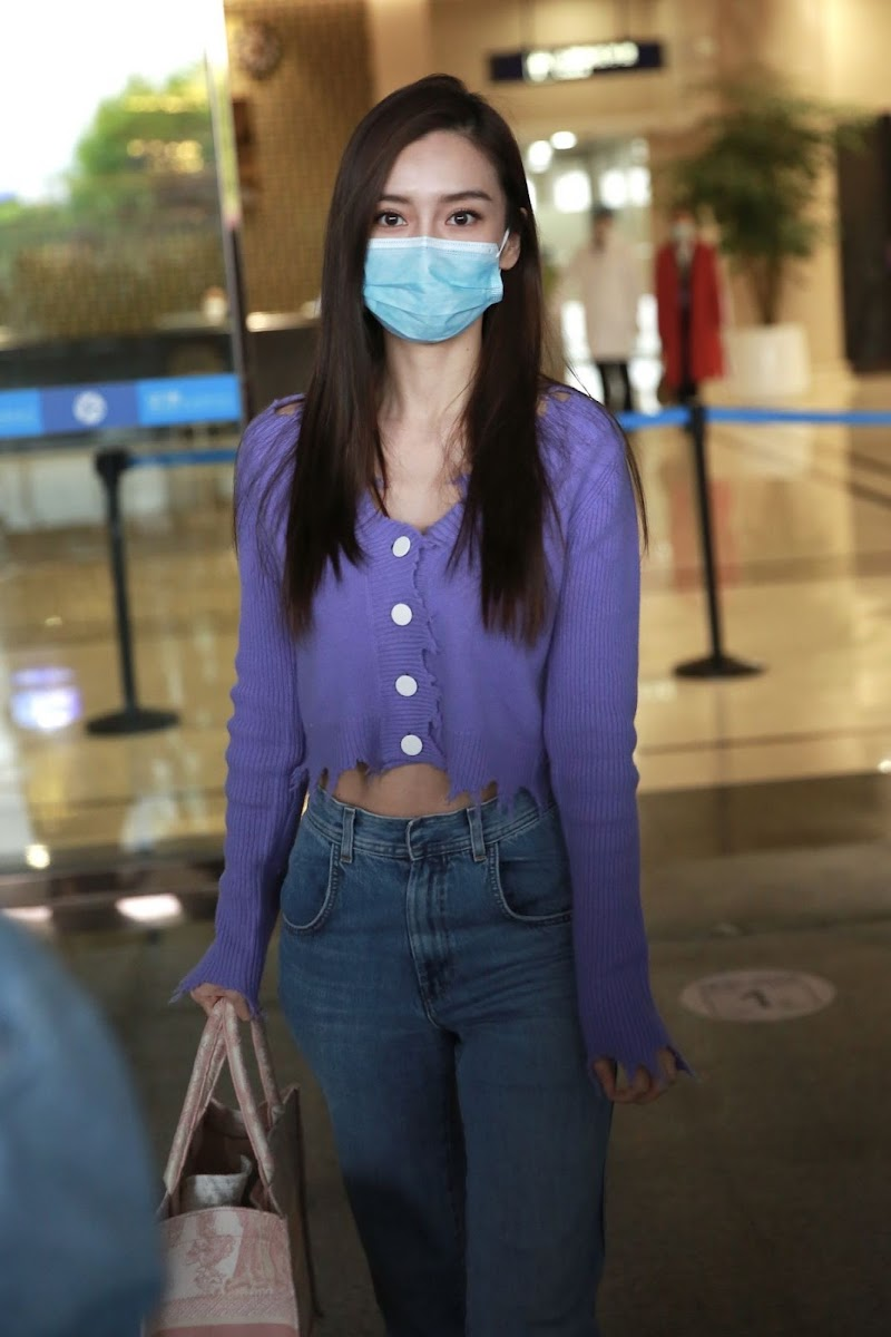 Angelababy Clicks at Changsha Airport 23 Apr -2020