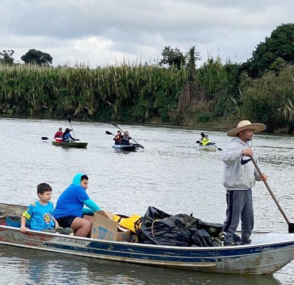 Com apoio da Sabesp, 1 Remada Ecológica retira mais de 200 kg de lixo do Rio Ribeira de Iguape