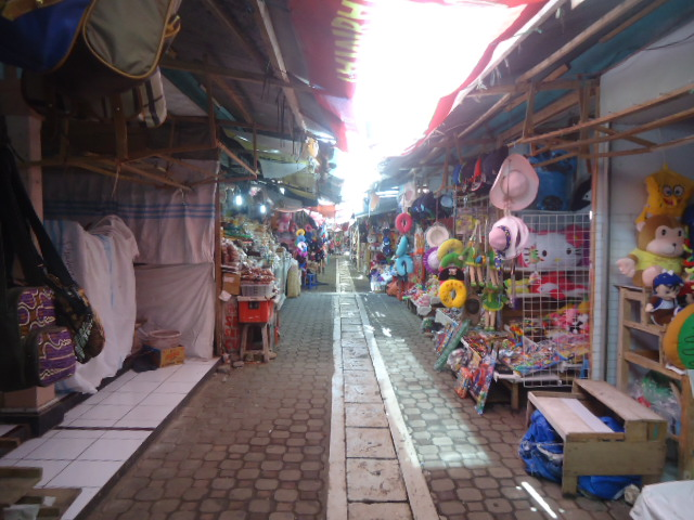Penggolongan Pasar Berdasarkan Barang yang Ditransaksikan, Struktur Penjual - Pembeli, dan Komoditas yang Diperdagangkan