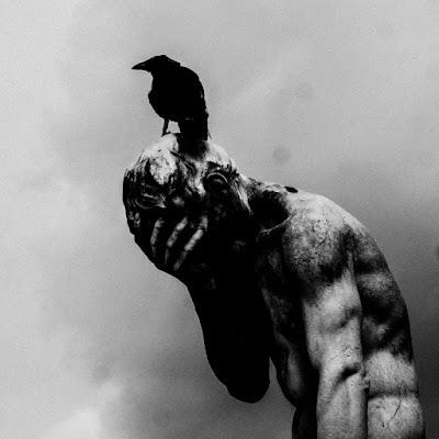 """avec """"Hyde My Face"""", le son de Dalhia a cette force hypnotique viscerale et sombre propre à nous séduire."""