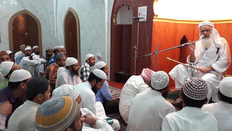 जामा मस्जिद में जुम्मे की नमाज में संबोधित करते हुए शाही इमाम मौलाना हबीब उर रहमान लुधियानवी