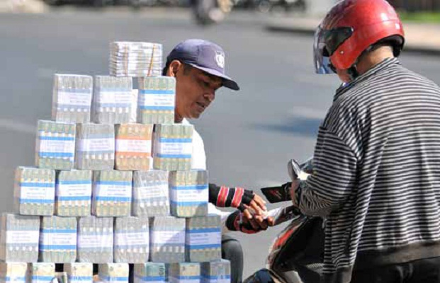 Jelang Lebaran, Jasa Penukaran Uang Marak Di Pinggir Jalan