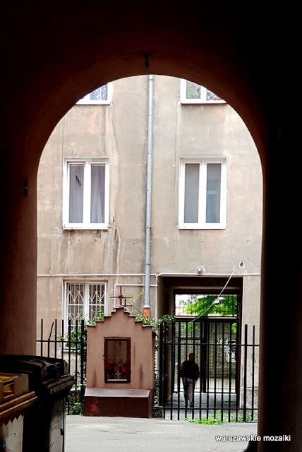 kapliczka Warszawa Warsaw Praga Północ kamienica architektura praskie ulice