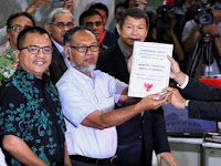 Tim Hukum Prabowo-sandi ke MK: Gugurkan Paslon 01, Paslon 02 Menang atau Pemilihan Ulang !!!