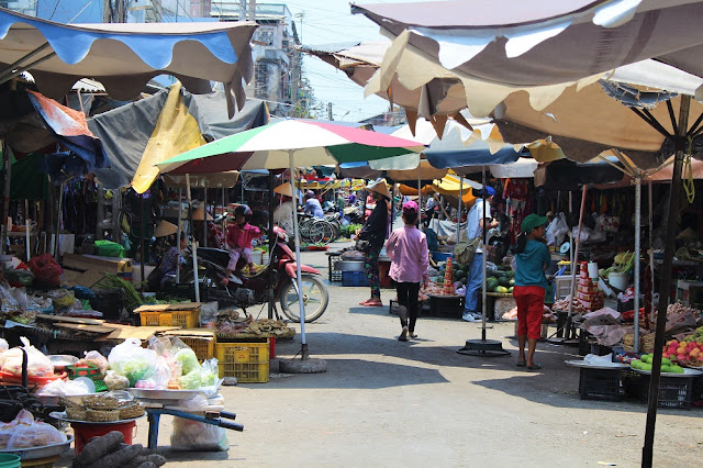 Market along the Mekong Delta with Les Rives, Vietnam - lifestyle and travel blog