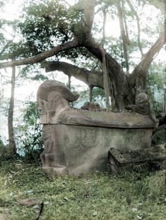 sarkofagus dari salah satu raja batak toba di tomok
