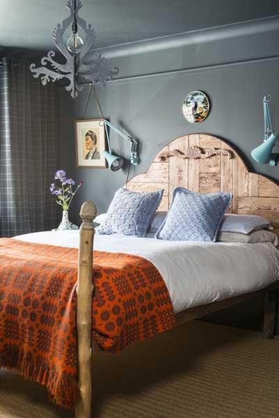 Vintage Painting Bed Room