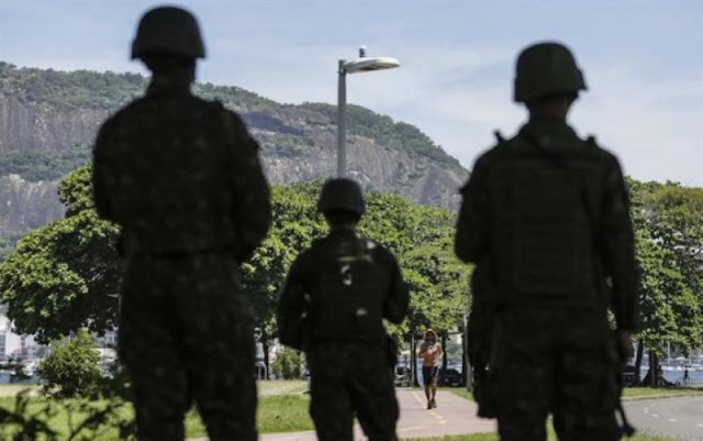 Militar dispara a mujer indígena que cargaba a niña en la espalda y bala le penetra por el ojo