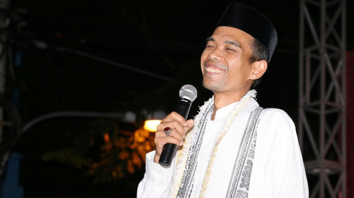 Batalkan Ceramah di Jateng dan Jatim, Tiba-tiba UAS Upload Foto Jokowi