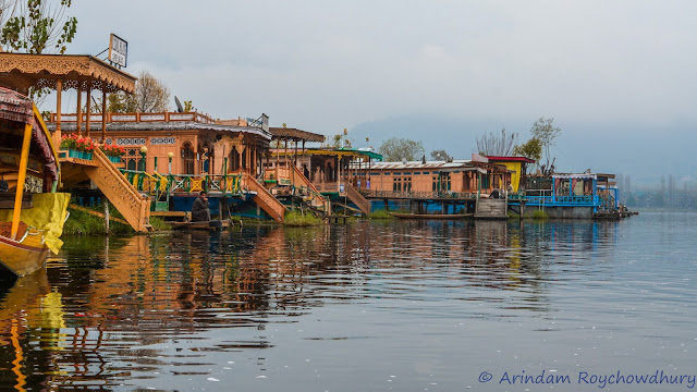 Houseboats stacked in Dal Lake Srinagar