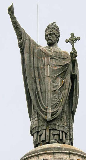 Pope Urban II statue Byzantium.filminspector.com