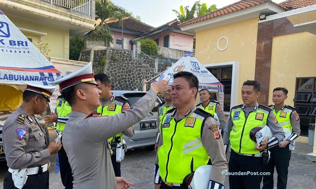 Cegah Dini Corona, Kasat Lantas Polres Sukabumi Cek Suhu Tubuh