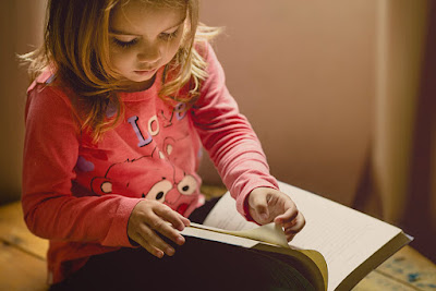 How to Encourage a love for reading in your preschool - Montessori preschool Chatsworth - Little Wonders Montessori One