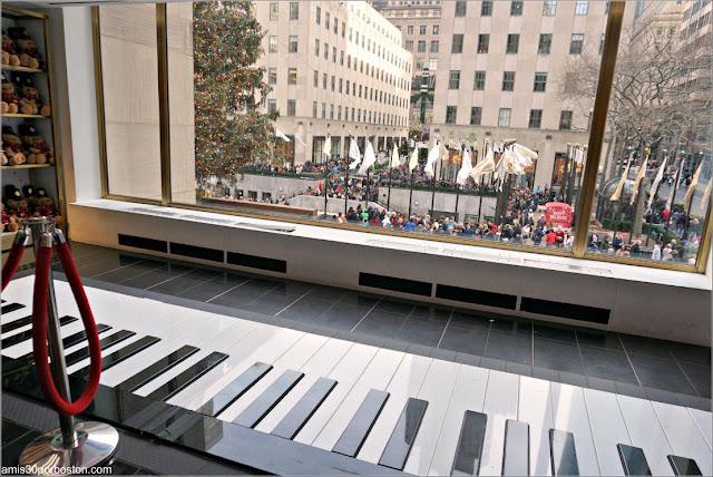Piano de la FAO Schwarz, Nueva York