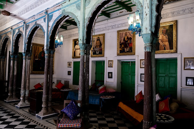 Bari Kothi Heritage Hotel Burma Teak Pillar