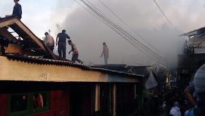 Rumah Tokoh Agama di Desa Cipayung Girang di Lahap Si Jago Merah