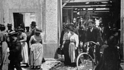 La Sortie de l'Usine / Εργάτες Αποχωρούν Από Το Εργοστάσιο, των αδερφών Λυμιέρ