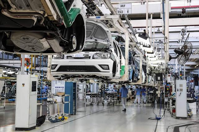 VW reduz 30% na jornada dos empregados, mantém empregos e salários - COVID-19