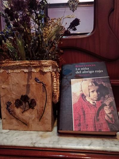 la-niña-del-abrigo-rojo-roma-ligocka