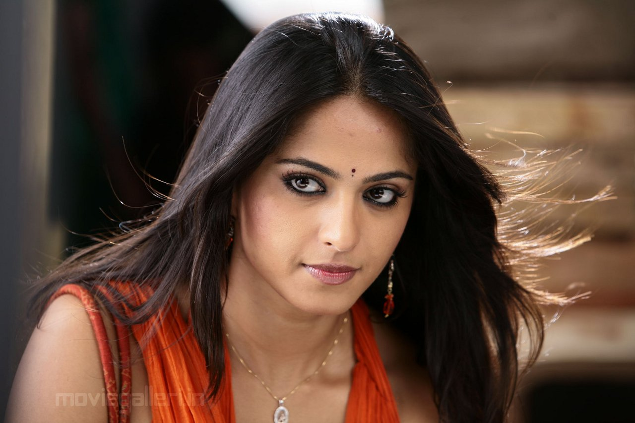 Telugu All Heroines Pictures Wallpapers: CINECORNER: Telugu Actress Anushka Sheety Wallpapers