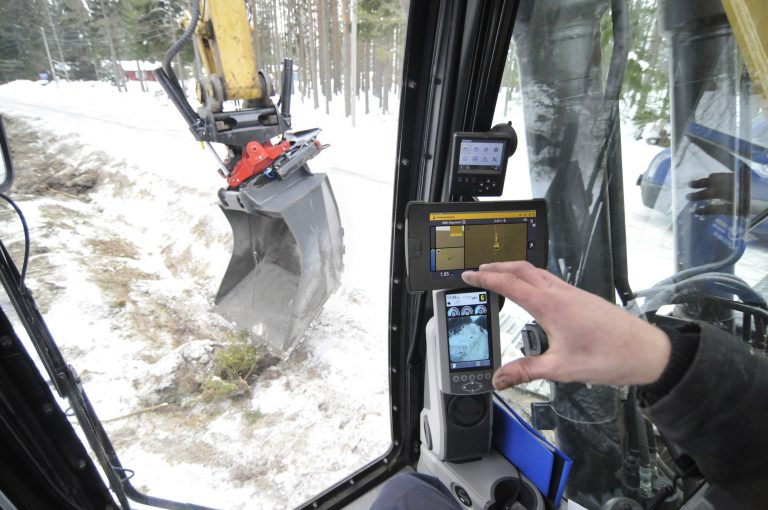 ENGINES & MOBILE EQUIPMENT: NEW TECH: Trimble launches integrated