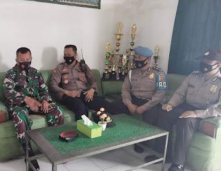 Tingkatkan Sinergitas, Kapolsek Panyingkiran Silaturahmi ke Kantor Koramil 0617-17 Kadipaten