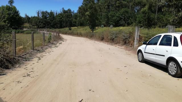 Estrada de terra batida de acesso á praia fluvial de Felinhos