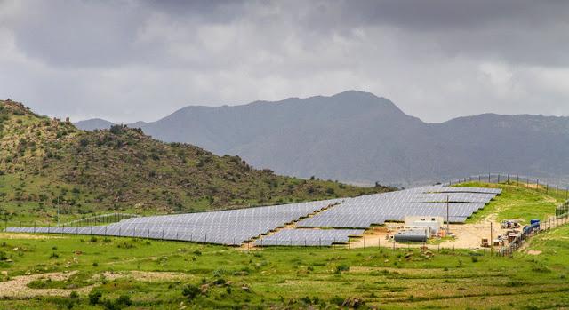 Un sistema de miniredes solares en Eritrea abastece de energía a dos ciudades rurales y a las aldeas de los alrededoresPNUD Eritrea/Elizabeth Mwaniki