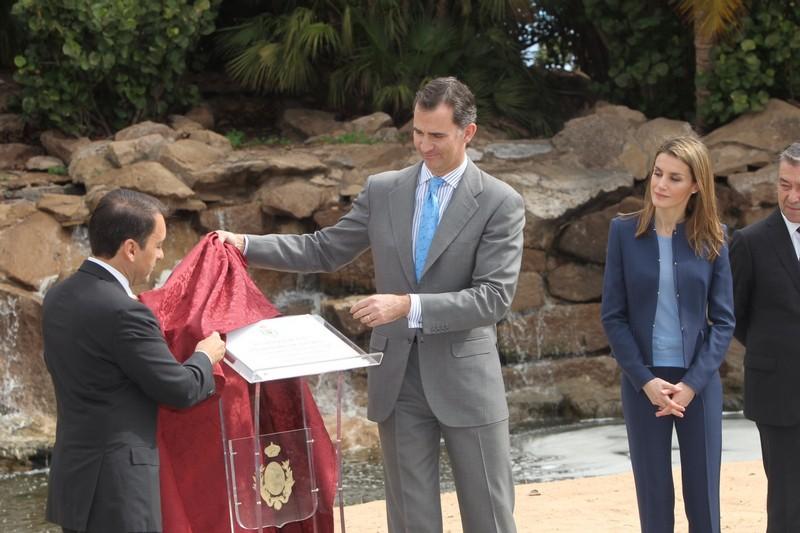 Kr lowa letizia palmiarnia santa cruz de tenerife oraz for Adolfo dominguez tenerife
