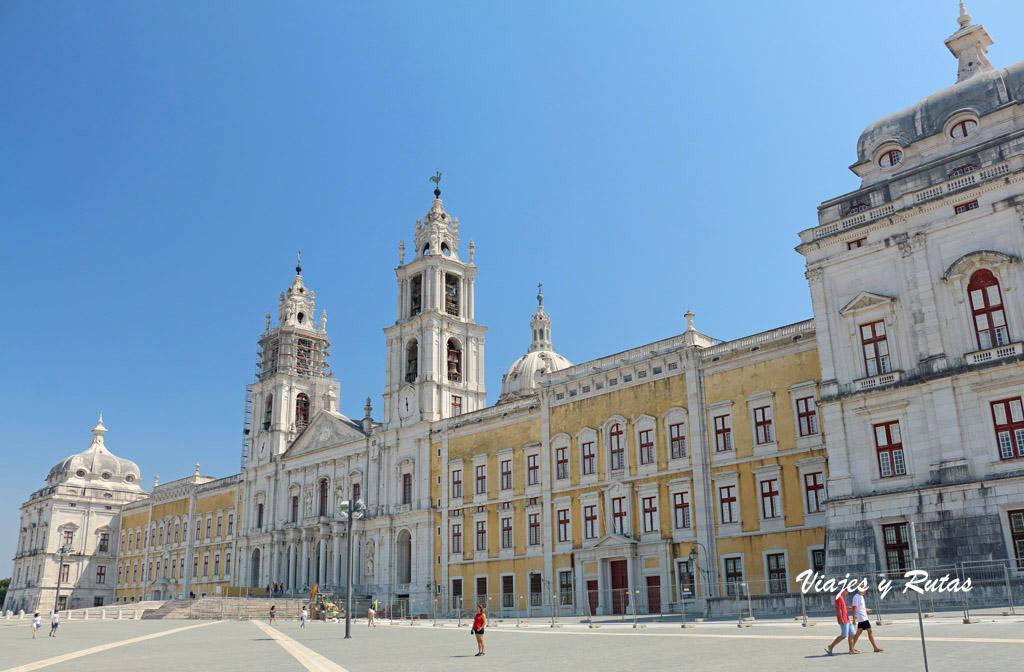 Fachada del Palacio de Mafra, Portugal