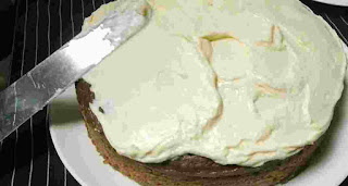 Frosting banana Cake with Cream Cheese