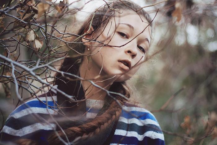Портрет темноволосой девушки