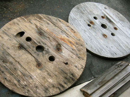 two round pieces and lots of slats