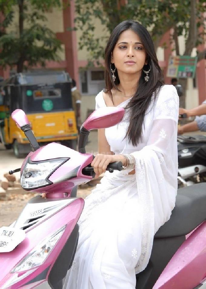 Actress Anushka Shetty Adorable Stills In White Saree
