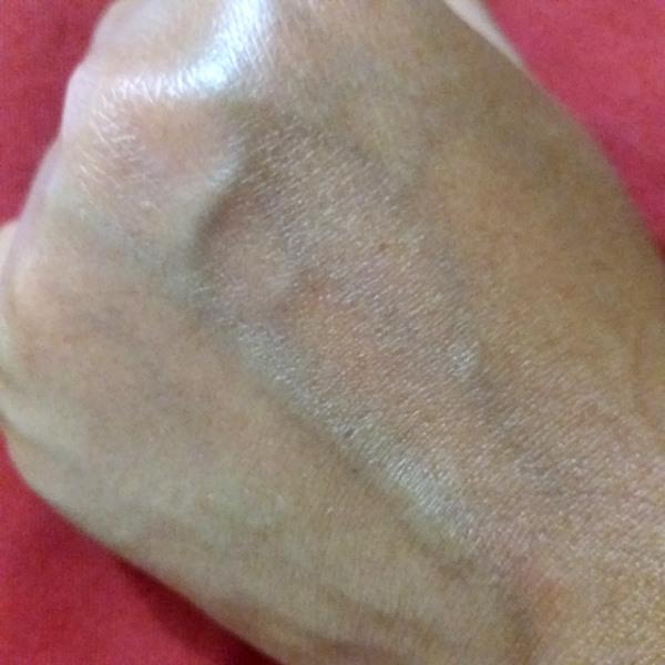 Mãos com o sérum Ninfa das Águas L'Occitane: Após aplicação
