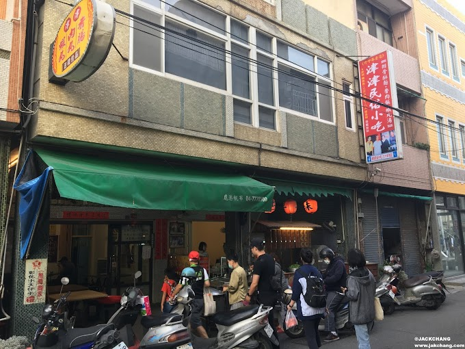Changhua Food,Lukang Old Street-Jinjin street food,Stewed pork rice with sausage, shrimp balls and meatball soup.